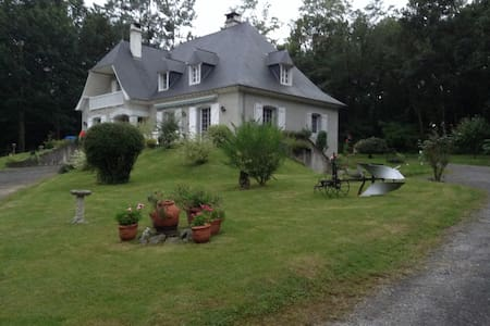 LE DOMAINE DE. FRANCON   TARDET 5 bed BNB - Bed & Breakfast