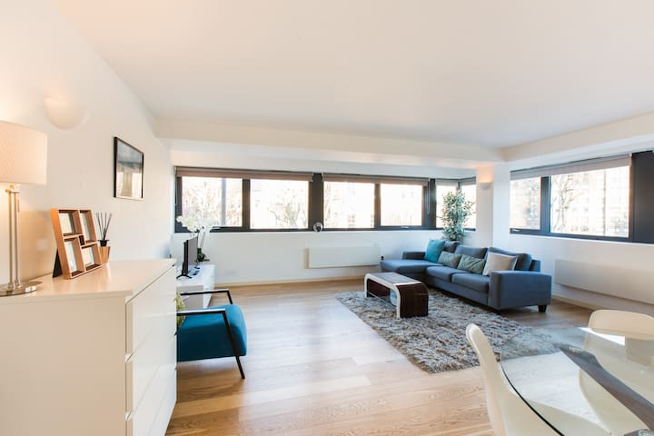 Luxury 2 Bed Apartment in Kensington Near Olympia