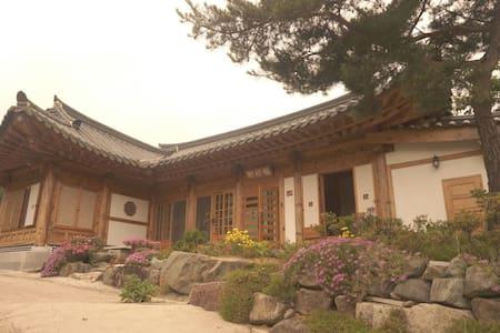 매죽헌 한옥 민박 (동백방) - Woldeung-myeon, Suncheon - 独立屋