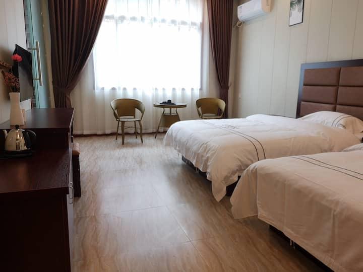 黄果树古驿阁酒店d03(离售票大厅100米,步行五分钟)