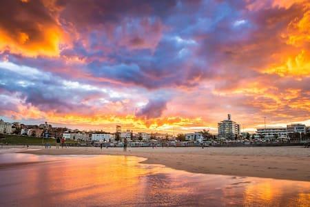 Affordable short term living space for adventurers - Bondi Beach