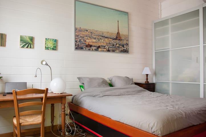 Room in Ménilmontant-Belleville