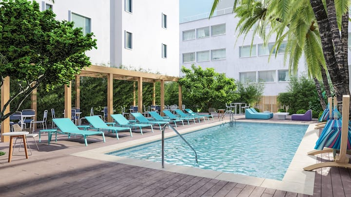 Female Only Room in Boutique Hotel - Miami Beach