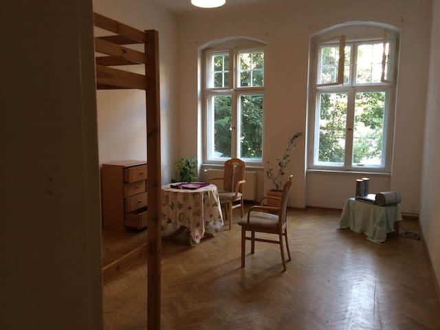 Zimmer in schönem Altbau Nähe U/S Bahnhof Pankow