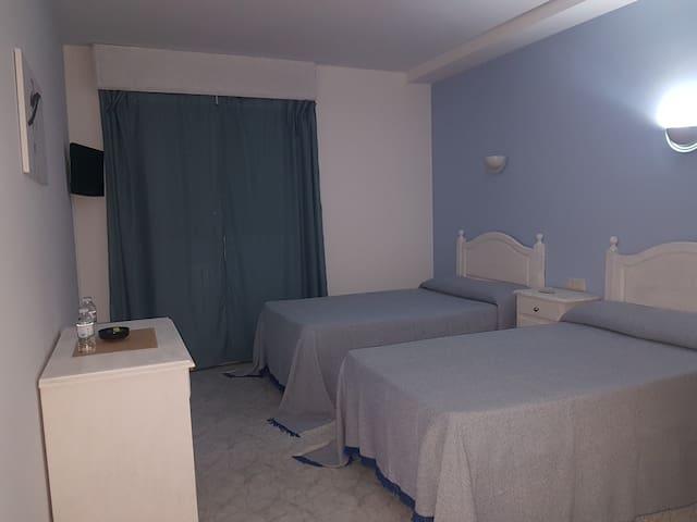 HOTEL XUNCA BLANCA,A 3 KM DE SANXENXO