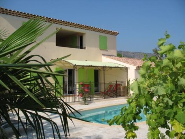 belle maison provençale avec piscine à Bormes - Bormes-les-Mimosas - House