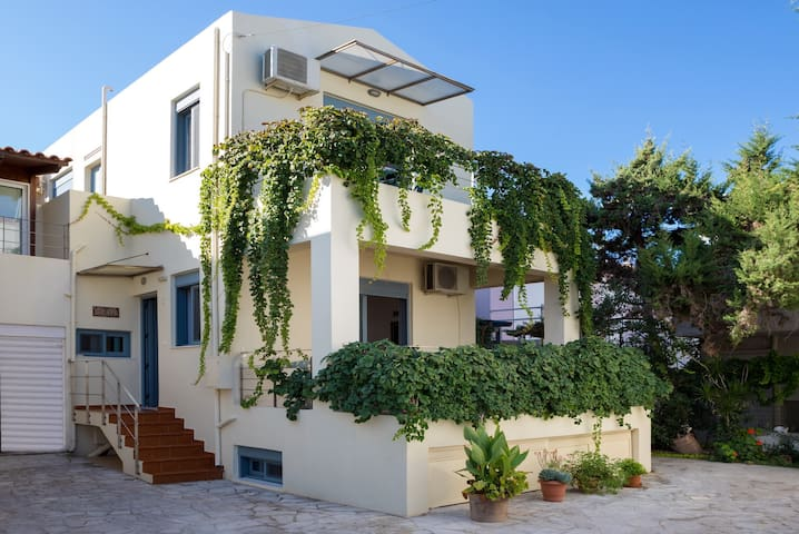 Almirida villa,Next to Amenities & Beach