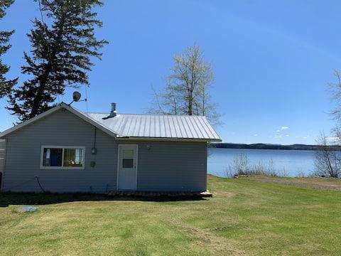Waterfront cabin located on Bridge Lake