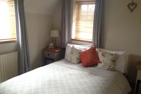 Double, private bathroom & lounge - Shenley - Srub