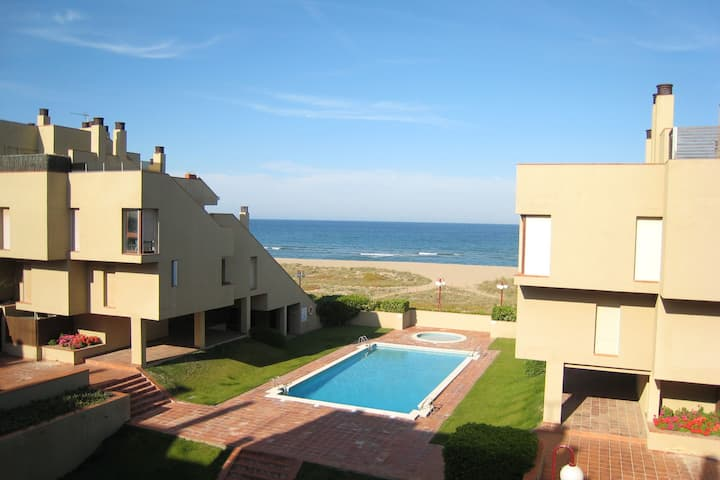 Apartamento con encanto en la playa de Pals con piscina