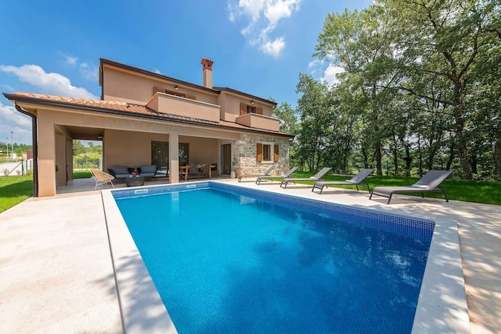 Stunning villa with pool, near Motovun, 30 minutes drive to the beach