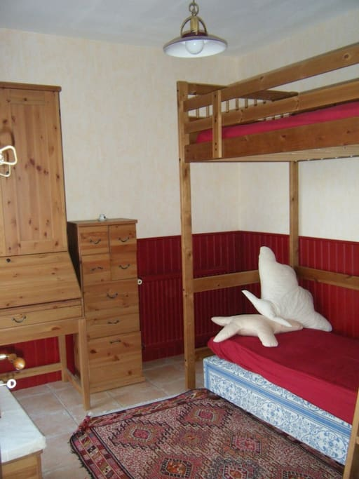 Chambre coquillage lit super posé