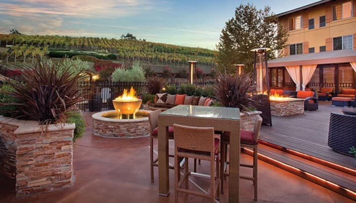 BEAUTIFUL NAPA RESORT- Free bottle of wine!