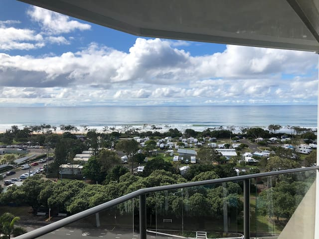 Top floor apartment with beach views!