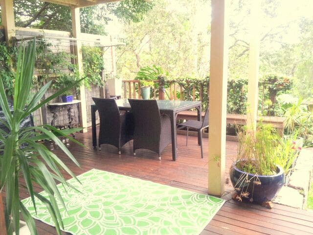 Entire space private entry and secluded garden - Willoughby - Rumah