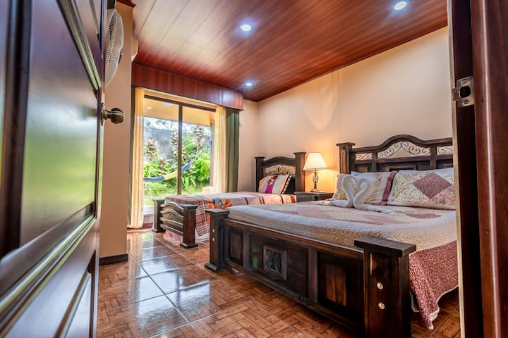 Aunty Arenal Lodges houses equipped