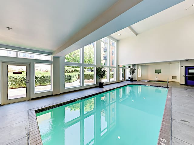 Guest amenities include access to the community pool.