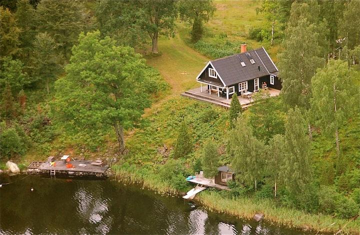 Grytebäck, Strandtomt, 400 m till närmaste hus.