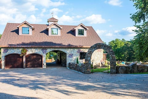 The Carriage House at Oak Front Farms