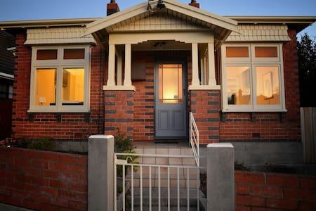 Easton on Arthur - East Launceston - Rumah