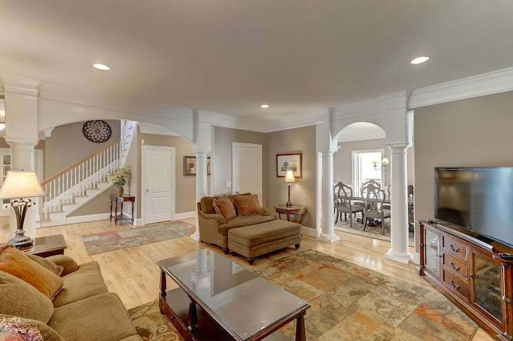 Charleston's Finest - Exclusively Yours -Sleeps 12