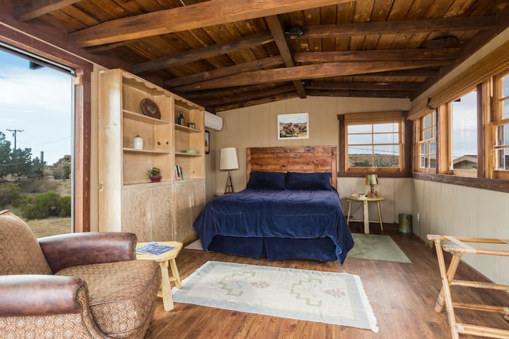 Homestead Cabin with queen bed