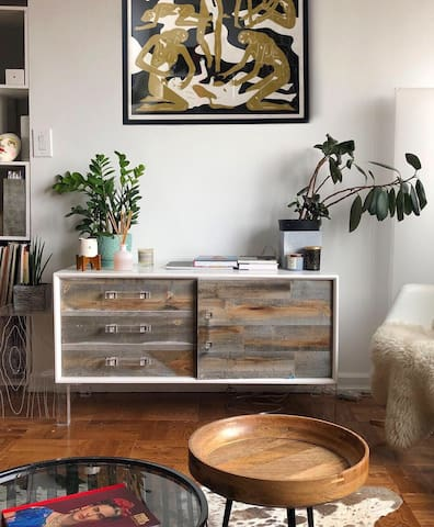 SPEND NEW YEAR IN NYC!  Stylish Studio in UES.