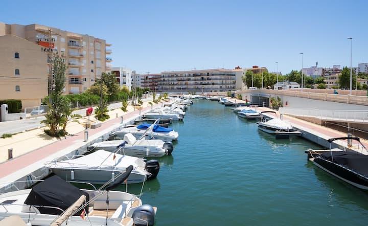Piso duplex con vista a Canal, terraza y piscina.