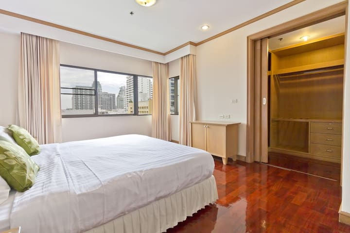 Private Condo in Hippest Area 2 Bedroom 中文服务