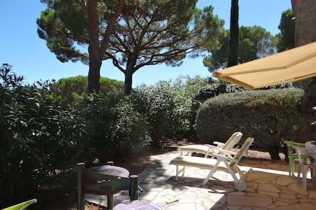 Presqu'île St Tropez, rez de jardin - La Croix-Valmer