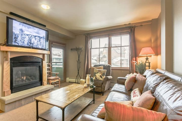 Lovely Neutral Condo   Ski In\Ski Out Right @ Base Area   Sleeps 8