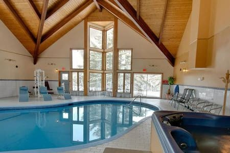 Auberge, Heated Pool, Sauna and Spa - Saint-Alphonse-Rodriguez - 自然小屋