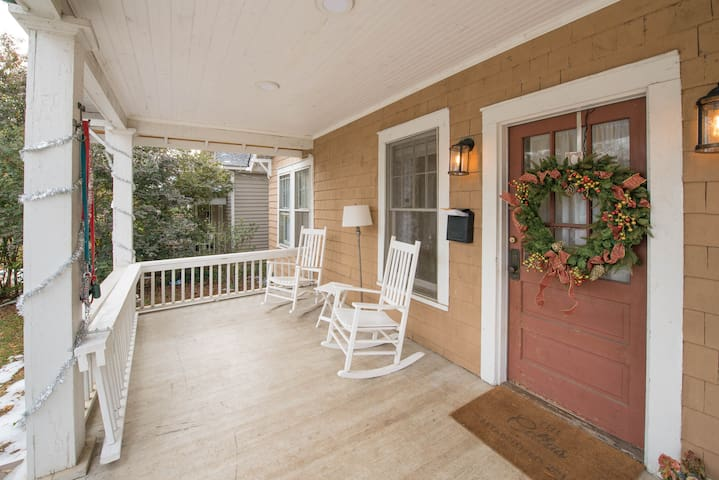 BEST LOCATION IN CLT!! 3 Bed/2 Bath Dilworth House