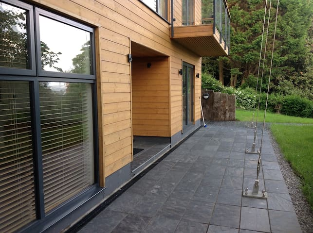 Modern, architect designed, central - Swansea - Pis