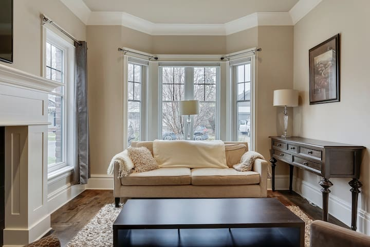 Upscale Private Spacious Master suite at Sunnyside