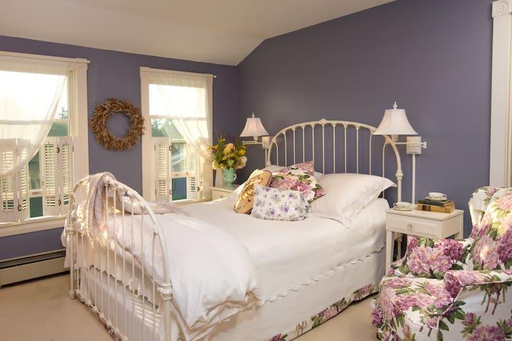 Room 304 - Sea Lavender - The Bradley Inn