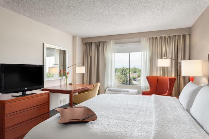 Typical Double Bed At Cherry Creek - Glendale