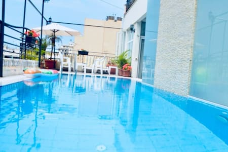 Pool Side Roof Top Studio for Two!! #53