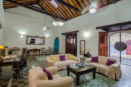 Casa Marie (best location in Granada!)