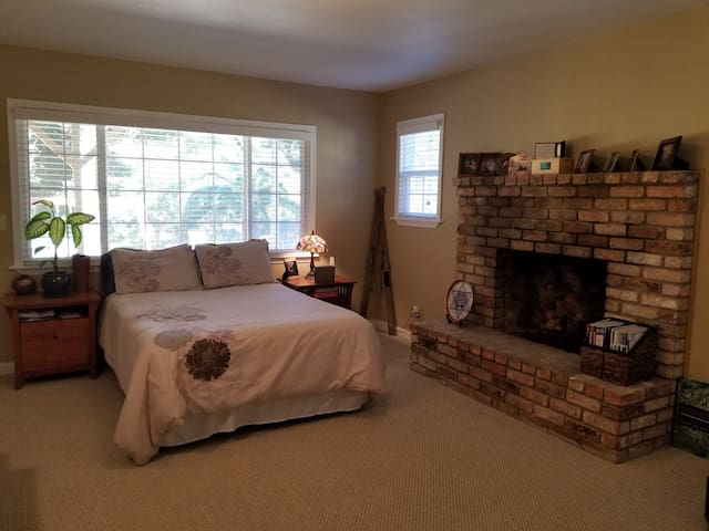 Beautiful private room in serene wooded setting