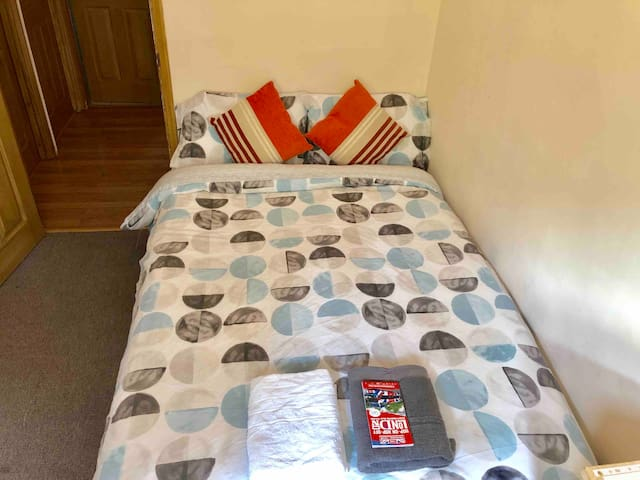 2C Cosy Private double Room Camden Town London.