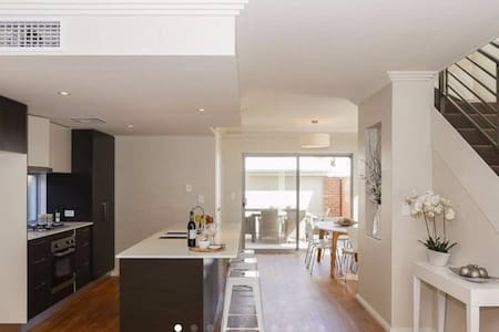 The Avenue+City+Ascot+Airport - Maylands