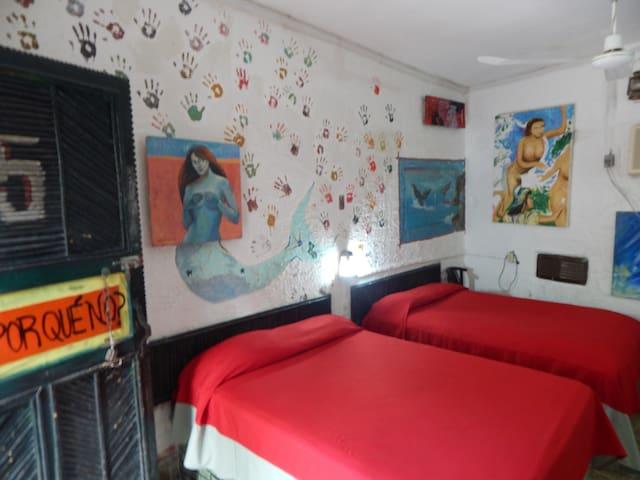 Hotel Arte y Museo Yeneka.  Y Por Qué No? (#5)