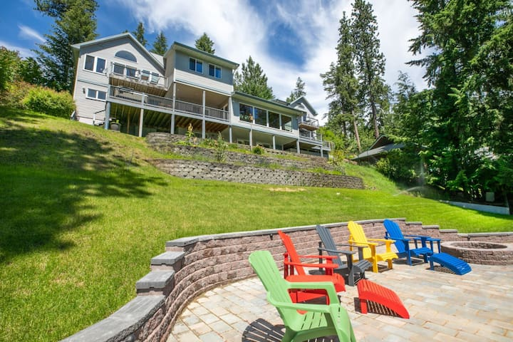 Clear Water Lodge | Spacious Waterfront Home