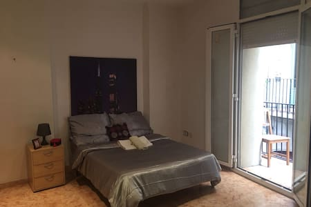 BEDROOM DOUBLE WITH BALCONY - Barcelona - Apartment