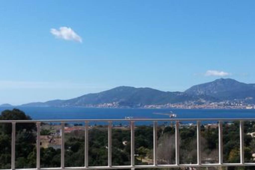 Vue sur la baie d'Ajaccio depuis la terrasse