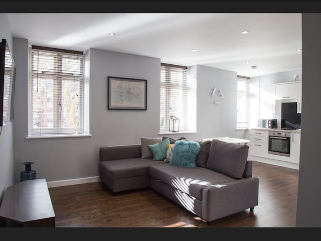 Modern Stylish 2 bed Apartment, perfect location! - Bristol - Pis