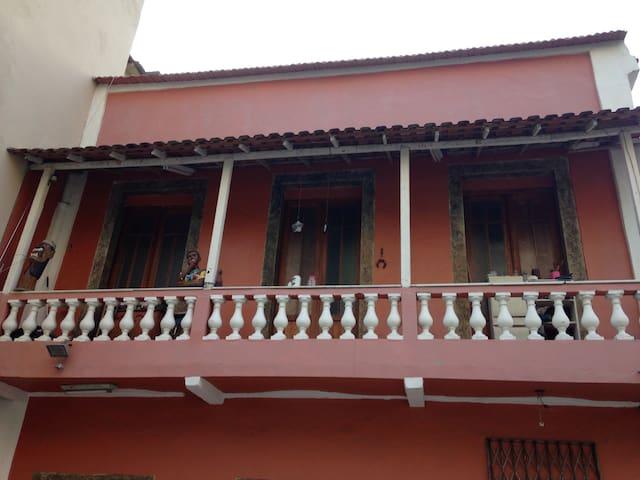 Espaço confortável em casa colonial