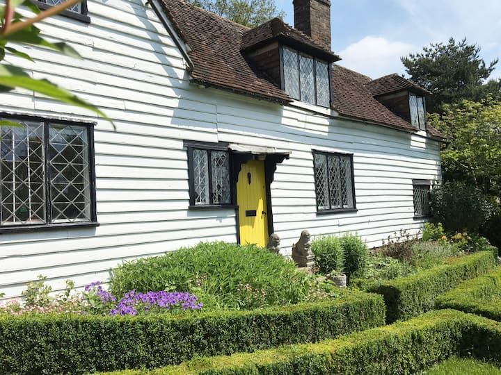 17th Century cottage with 2 Inglenooks