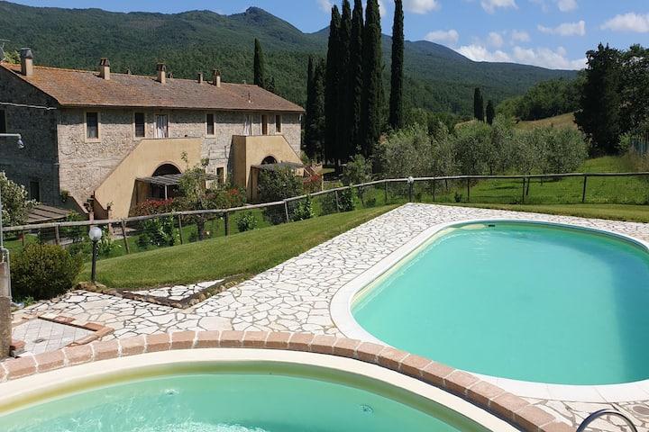 Maison de vacances tranquille à Chianni avec piscine